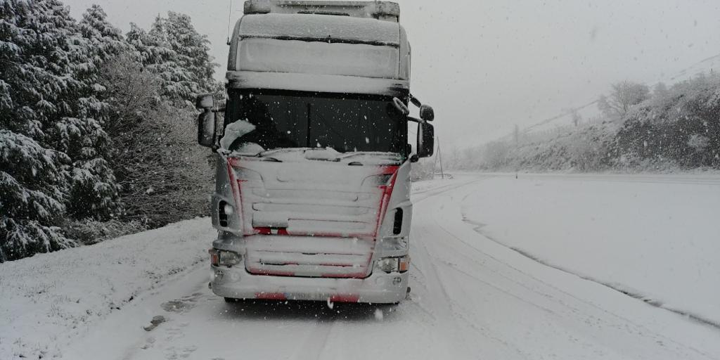 Wrings Transport battling through the snow